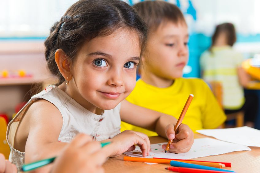 20085568-Group-of-cute-little-prescool-kids-drawing-with-colorful-pencils-Stock-Photo